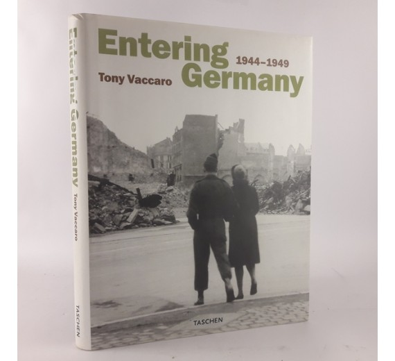 Entering Germany 1944-1949 af Tony Vaccaro